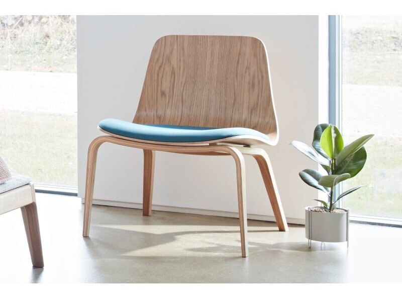 Hips Lounge Chair Upholstered
