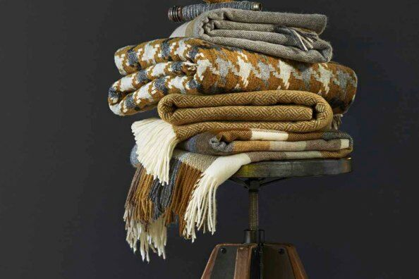 Parquet Gold Lambswool Throw / 2